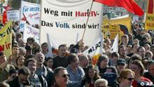 Mehrere tausend Demonstranten protestieren auf dem Alexanderplatz in Berlin am Sonntag, 3. Oktober 2004, gegen die sozialen Einschnitte, die die Bundesregierung plant. Zuvor waren sie in einem Sternmarsch durch die Stadt zum Alex gelaufen. (AP Photo/Roberto Pfeil) ---Some thousands of demonstrators protest on the Alexanderplatz in Berlin, Oct.3, 2004, against social cuts which the German government planned. (AP Photo/Roberto Pfeil)