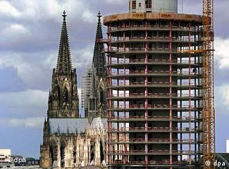 Nowoczesna architektura zagraża pozycji kolońskiej katedry.
