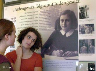 В этом лагере погибла Анна Франк