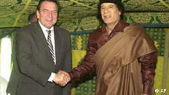 Gerhard Schröder bei Muammar el Gaddafi