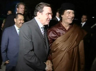 Schroeder and Gaddafi during a visit by the then-chancellor in October 2004