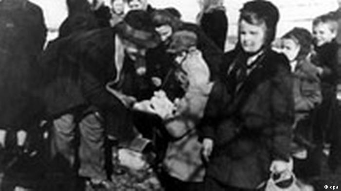 Vertriebene aus Polen bei ihrer Ankunft in Deutschland.