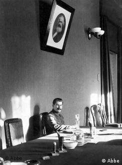 Йосип Сталін у своєму кабінеті.