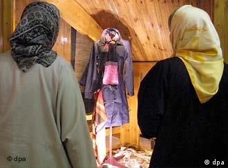 از جمله موارد نقض حقوق بشر در ايران: تبعيض عليه زنان