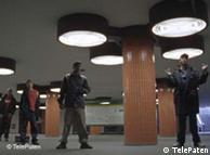 Mit Breakdance befreien Berliner zwei Rapper aus der Klemme