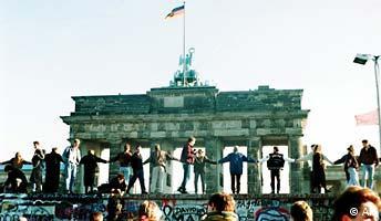 Berlin Mauer Jahrestag (AP)