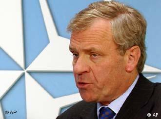 NATO Genel Sekreteri Jaap de Hoop Scheffer, Almanya'yı bu konuda ikna etmeye kararlı olduğunu söyledi...
