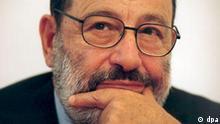 Der italienische Schriftsteller und Philosoph Umberto Eco, Autor des Bestsellers Der Name der Rose, aufgenommen im Oktober 2000 in Prag.