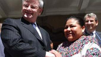 Joschka Fischer in Guatemala mit Rigoberta Menchu