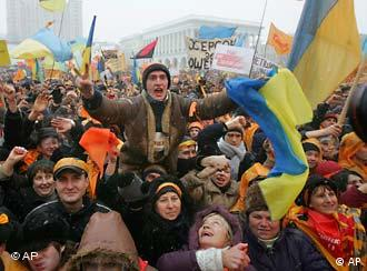 Thousands of demonstrators waving Ukrainian national and orange flags gather to protest alleged fraud in the 2004 presidential elections