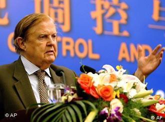 蒙代尔2004年在苏州一次经济论坛上