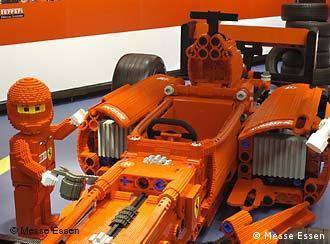 Болид Формулы-1 из конструктора Lego.