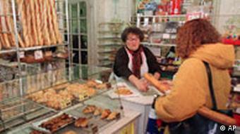У традиційній французькій пекарні є з ким попліткувати