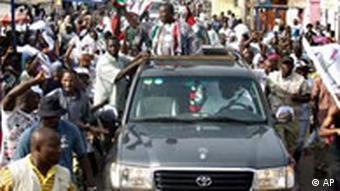 Wahlen in Ghana John Evan Atta Mills unterwegs