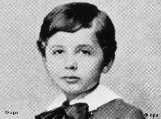 the early life and education of albert einstein Aug 4, 2017 - education: eidgenössische polytechnische schule (swiss federal  albert einstein was a german-born physicist who developed the general.