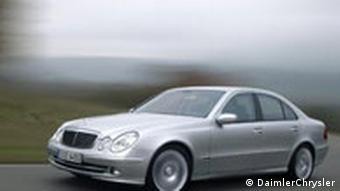 Mercedes-Benz E-Klasse, E 350 mit Sportpaket in Fahrt (Photo: DaimlerChrysler)