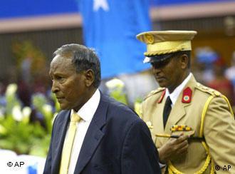 Übergangspräsident Abdullahi Yusuf Ahmed (l.) im kenianischen Nairobi