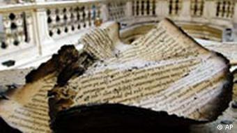 Поврежденные рукописи