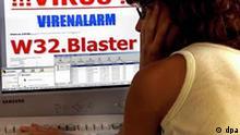 Eine Computernutzerin liest am 14.08.2003 in Schwerin eine Warnmeldung eines Virenschutzprogramms, die vor dem neuesten Wurm W32.Blaster «Lovesan» warnt (Archivfoto). Foto: Jens Büttner dpa (zu dpa-Korr Bedrohungen im Internet: Kriminelle Banden lösen die Hacker ab vom 15.12.2004) +++###dpa###+++