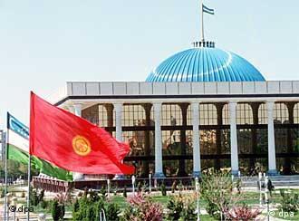 Özbekistan'ın başkenti Taşkent'te parlamento binası...