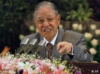 Taiwanese President Lee Teng-hui points to emphasize a response to a question about relations with China during a rare news conference at the presidential office building in Taipei on Thursday, May 15, 1997. Lee said Taiwan was concerned about Hong Kong after it reverts to Chinese rule on July 1, and said he sees no signs of a thaw in Taiwan's relations with China. (AP Photo/Eddie Shih)