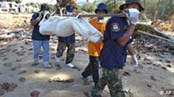 Seebeben Bergung von Opfer in Thailand