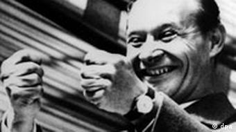 Kalenderblatt Alexander Dubcek, Symbol des Prager Frühlings, des tschechoslowakischen Reformkommunismus, ballt freudestrahlend die Fäuste. Alexander Dubcek