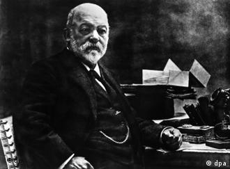 Gottlieb Daimler Porträtfoto Dieses ist das letzte Bild des deutschen Maschinenbauingenieurs und Erfinders Gottlieb Daimler.