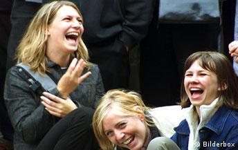 Lachende Schülerinnen, Lachen