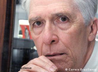 Moniz Bandeira: 'CIA recrutou ex-agentes nazistas'