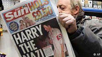 Prinz Harry mit Nazi-Kostüm auf dem Sun-Titel