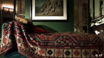 A Persian rug that laid on Sigmund Freud's famous couch is shown at a exhibit on Freud at the Library of Congress in Washington in 1998. (Photo: AP Photo/Khue Bui)