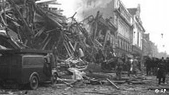 Gruzowisko po uderzeniu rakiety V-2 (Londyn, 8.03.1945).