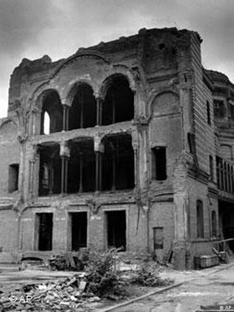 Berlin's Neue Synagoge in ruins in a 1961 photo