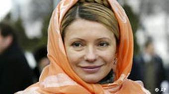 Firebrand Yulia Tymoshenko, donning an orange scarf around her head, was a driving force of the opposition during Urkaine's Orange Revolution Copyright: AP Photo / Sergei Grits