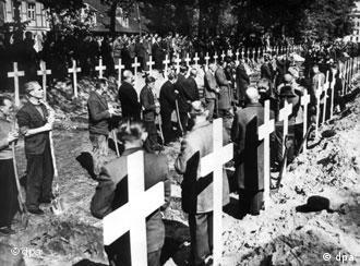 Burying Holocaust victims in 1945