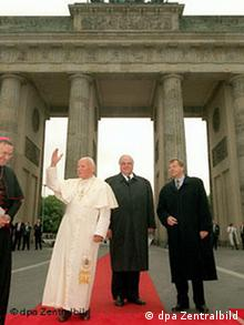 Johannes Paul II. am Brandenburger Tor mit Galeriebild