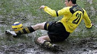 Dortmund's Christoph Metzelder plays the ball during the German first division soccer match between Borussia Dortmund and VfL Bochum at the Westphalia stadium in Dortmund, Germany, Saturday, Feb. 12, 2005.