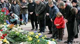 Teilnehmer der Kranzniederlegung in Dresden, Gedenkfeier