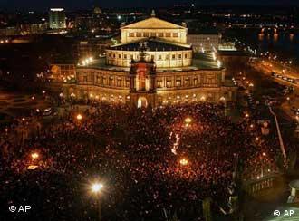 Diez mil velas para Dresde: acto frente a la Ópera Semper.