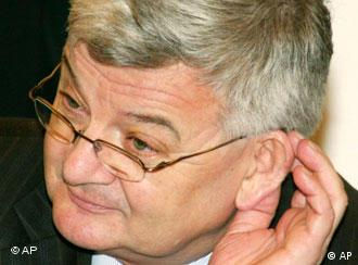 The opposition is calling for Joschka Fischer's resignation