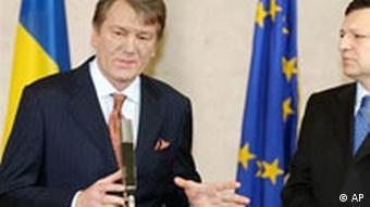 Der ukrainische Präsident Viktor Juschtschenko mit EU-Präsident Jose Manuel Barroso