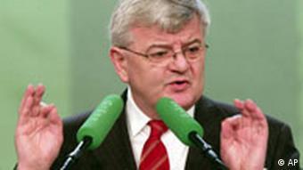 Bundesaussenminister Joschka Fischer spricht am Samstag, 26. Feb. 2005, in Koeln auf der Landesdeligiertenkonferenz der nordrhein-westfaelischen Gruenen ueber die Visa-Affaere#