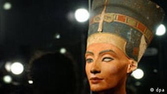 The bust of Nefertiti on display