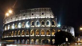 Das Kolosseum in Rom zu Ehren von Giuliana Sgrena erleuchtet