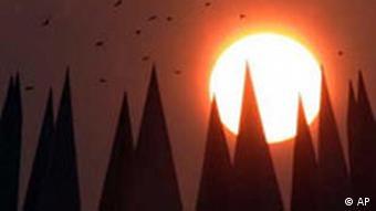 Sonnenuntergang über dem Tempodrom in Berlin