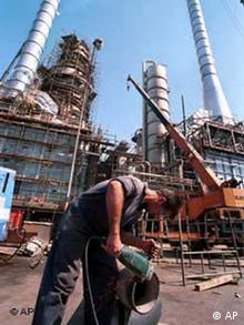 کشورهای غربی در دور تازهی تحریمها علیه جمهوری اسلامی به دنبال تحریم خرید نفت از ایران هستند.