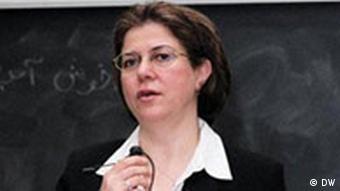 دکتر نیره توحیدی، سرپرست دایرهی پژوهشهای زنان در دانشگاه ایالتی کالیفرنیا