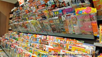 Innenaufnahmes eines Zeitungsladens mit mehreren Zeitschriften