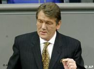 Foto de 2005 do presidente ucraniano Viktor Iuchtchenko, desfigurado pela dioxina TCDD